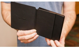 Amazon Kindle Oasis with Leather Charging Cover Black